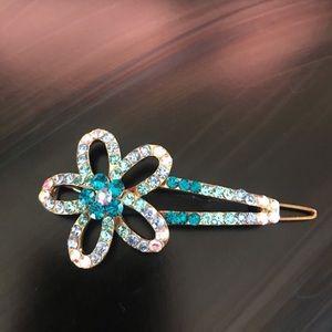 Accessories - NWOT blue hair pin